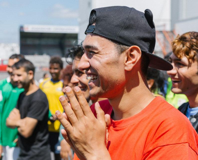 Comment accueillir des réfugiés dans son club de football ?  Un projet européen donne la marche à suivre